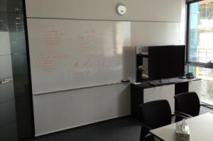 whiteboard 111 margine autocolant sus si profil AL jos